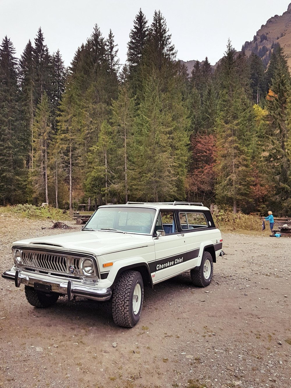 jeep-cherokee-chief-1978-shooting-morgins-switzerland-101.jpg