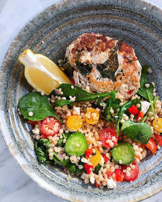 Greek turkey burgers never disappoint! Especially with this couscous salad 🤤 • • • dEATS—-  turkey burger: 1lb ground turkey, 3/4 cup fresh spinach, 1/2 cup crumbled feta, 1/4 diced red onion, 1/4 diced red bell pepper, 2 minced garlic cloves, s&p to taste::: mix all ingredients in a bowl until well combined. Make into 3-4 burger patties. Cook in a pan over med-high heat with some olive oil, about 3-5 minutes per side, or u til burger if fully cooked.  Couscous salad:: 10oz couscous (cooked according to package), 1 cup cherry tomatoes cut in half, 1 cup fresh spinach, 3/4 cup sliced cucumbers, 3/4 cup crumbled feta cheese, 1/2 red bell pepper, 1/4 diced red onion, 1/4 cup olive oil, s&p to taste.:: mix ingredients in a bowl until combined and serve! Can add a fresh squeeze of lemon on top! • • #cookingram #cookinglight #lunch #instafood #dinner #mediterraneanfood #couscous #turkeyburger #iamwellandgood #rd #healthyfood #healthyrecipes #healthylifestyle #healthyfats #foodblogfeed #feedfeed #instagood #instafood #todayfood #buzzfeedtasty #wholefood #traderjoes #lyraandjane
