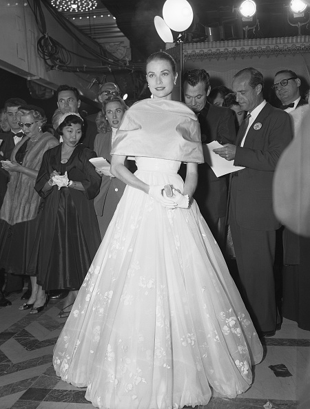 The day before she left for Monaco, Grace Kelly wore a white embroidered gown and satin capelet to the 28th annual Academy Award on March 21, 1956.