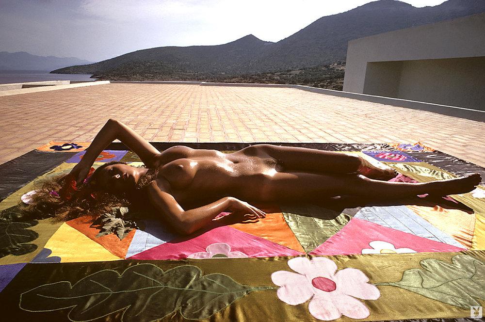 marilyn-cole-1972-retro-playboy-09.jpg