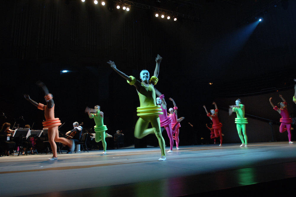 "Hiroko created the costume of ""Anomalous Duality"" in collaboration of the composer Michael Nyman for the 9th China Shanghai International Arts Festival 2007. Courtesy of Hiroko Koshino."