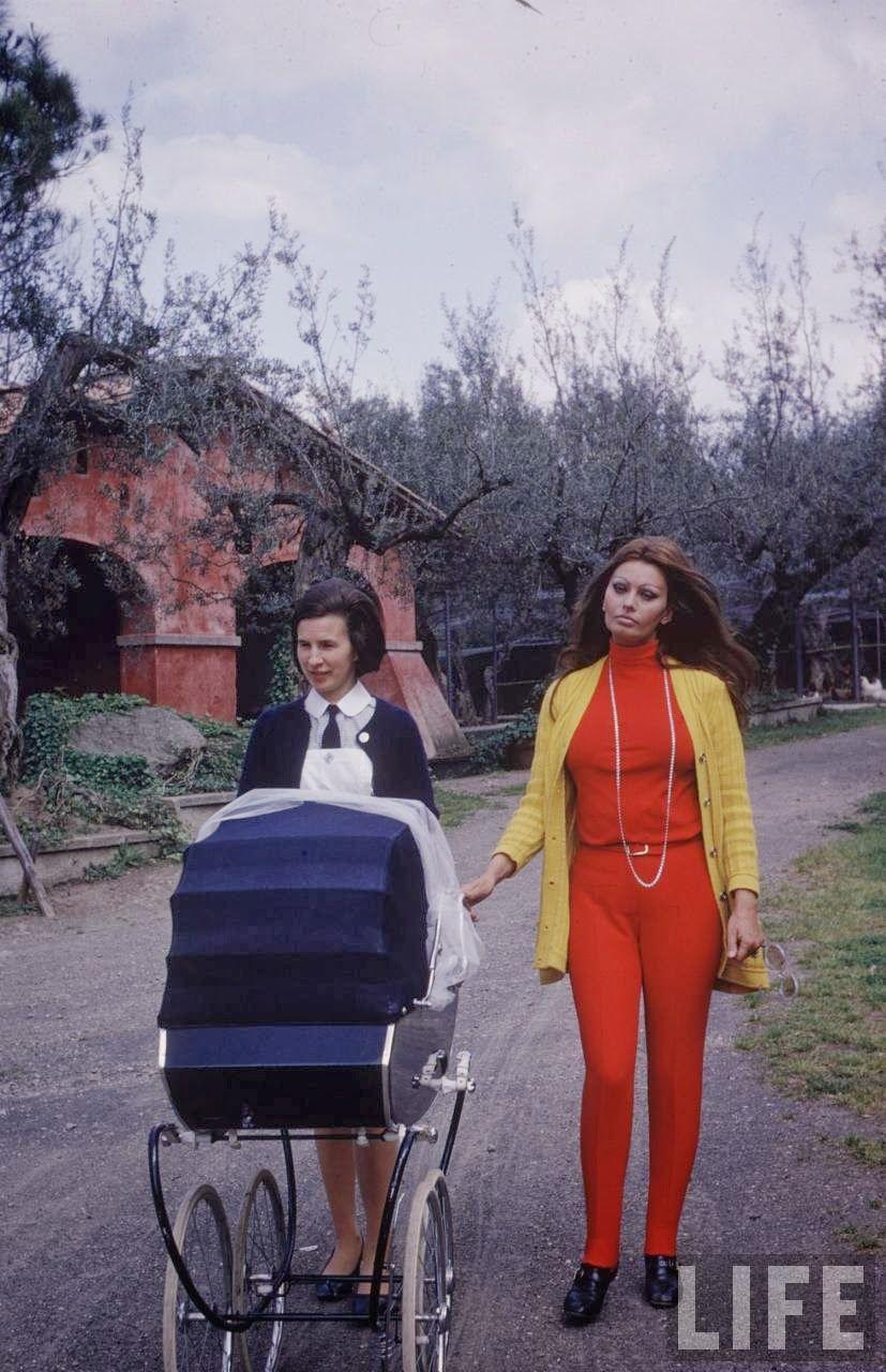 Sophia Loren and Baby, 1969 by Alfred Eisenstaedt_1.jpg