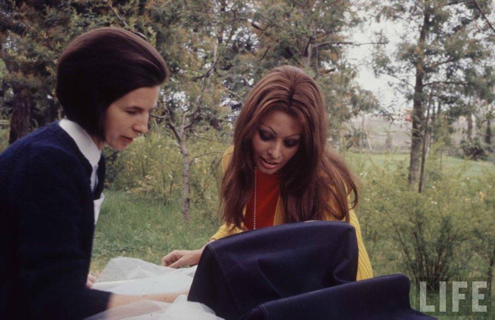 Sophia Loren and Baby, 1969 by Alfred Eisenstaedt_2.jpg