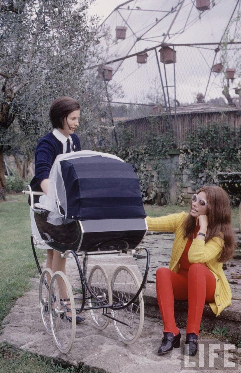 Sophia Loren and Baby, 1969 by Alfred Eisenstaedt.jpg