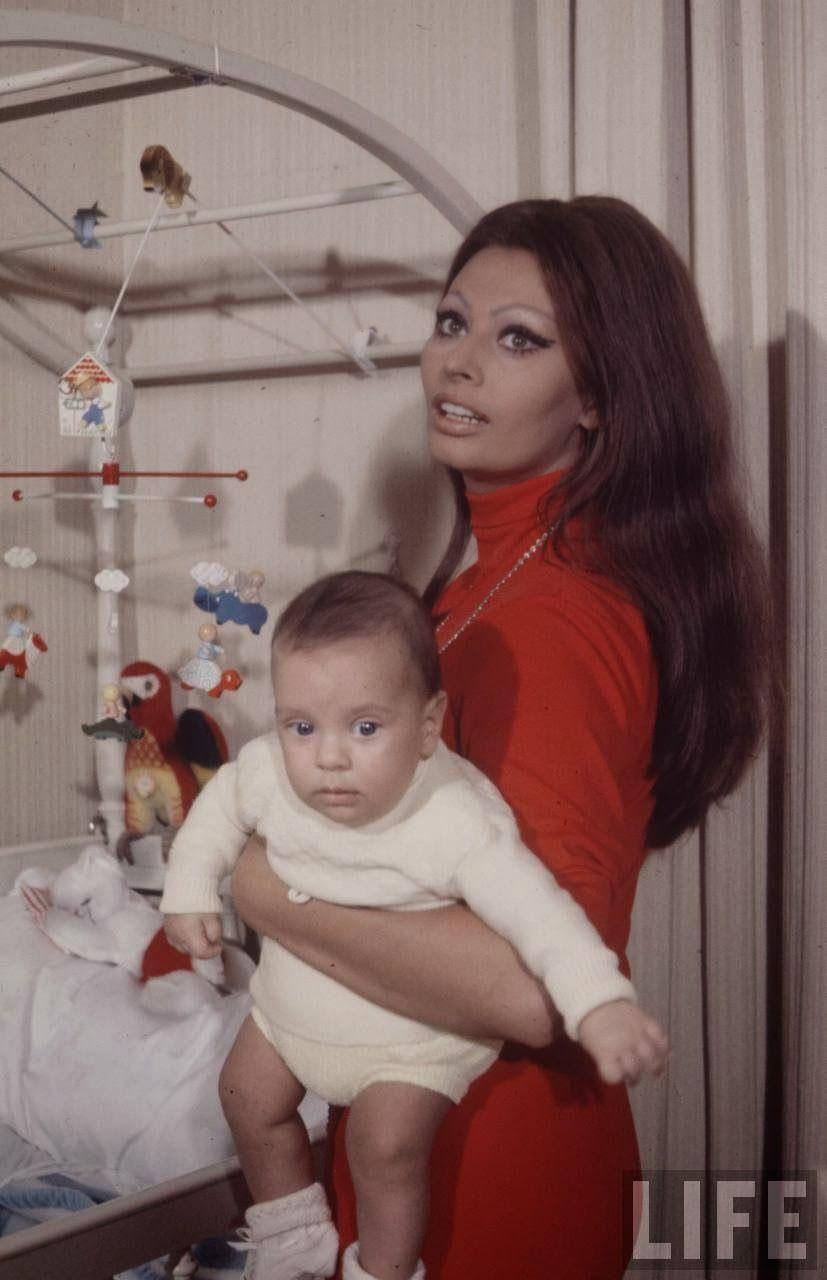 Sophia Loren and Baby, 1969.jpg