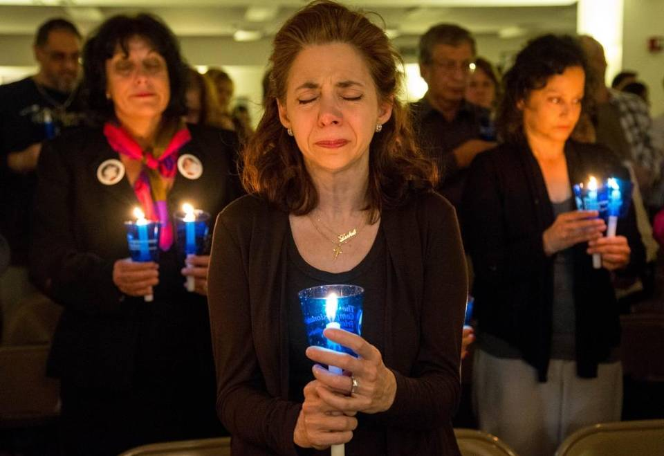 Participants At A Compassionate Friends Worldwide Candlelighting In Miami,  Florida.