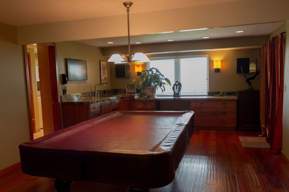 Game Area with Wet Bar