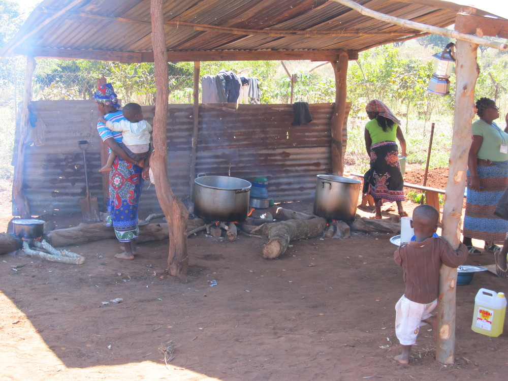 MOZAMBIQUE - Cooking outside.JPG
