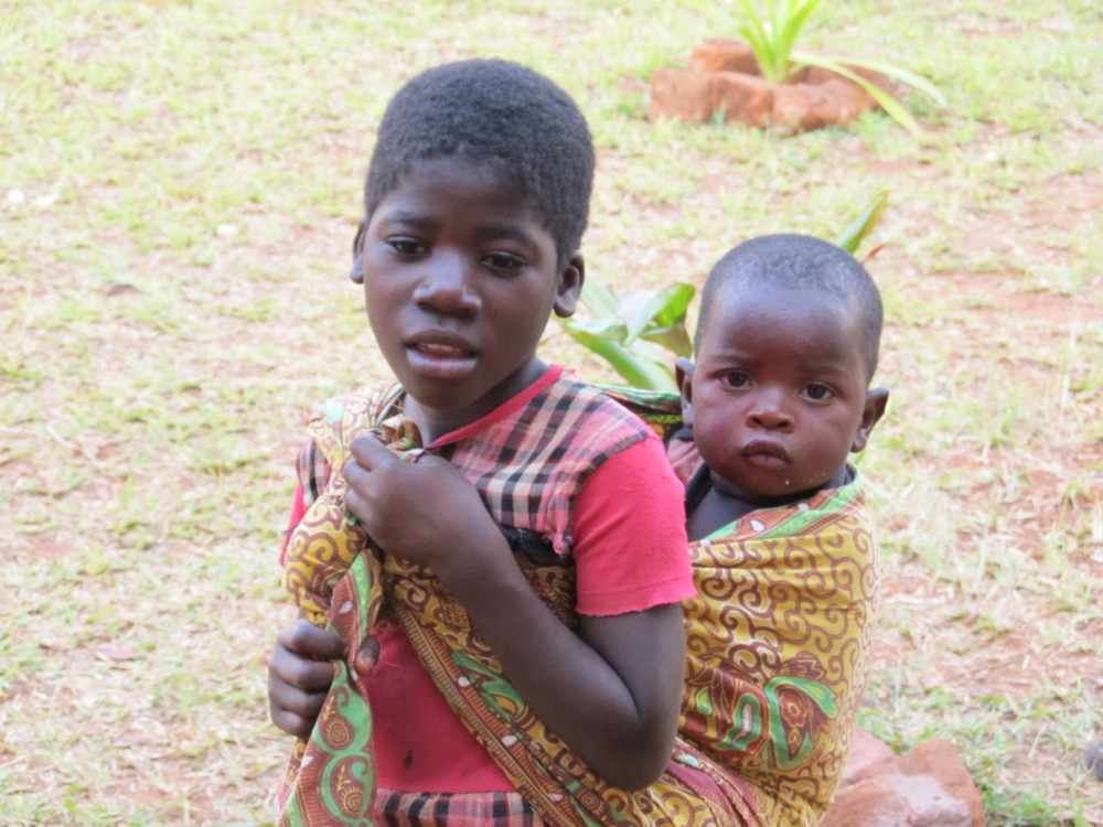 MOZAMBIQUE - Kid carrying baby.JPG