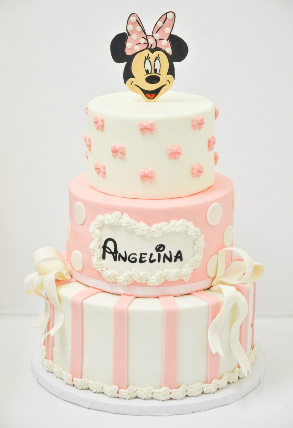 Minnie Mouse Cake (1 of 1).jpg