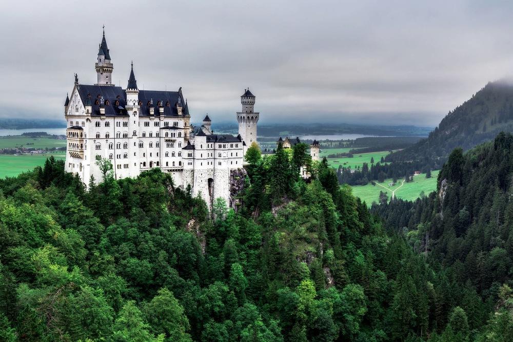 Neuschwanstein Castle, German -📸 123rf