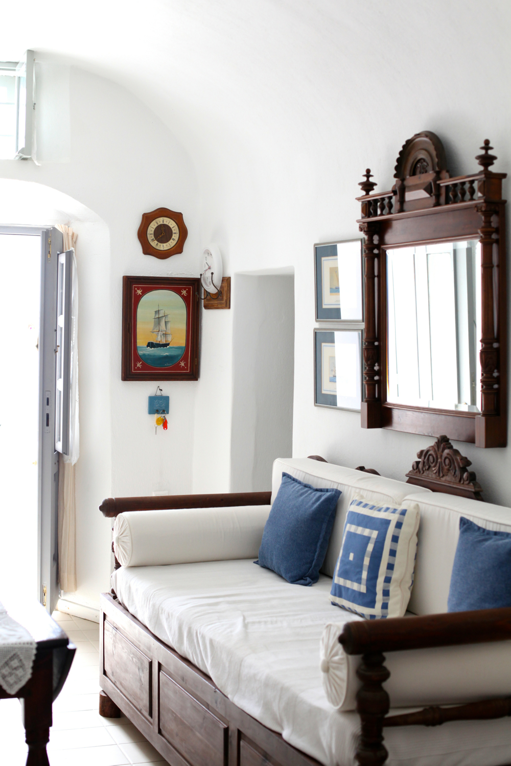Cozy accommodation in Santorini, Photo: Courtesy of Larkin Clark