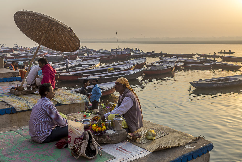 Varanasi, India - morning chat with a priest, 3 Days* - Barbara Huber