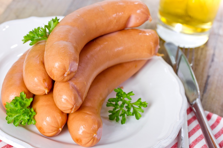 sausage wiener frankfurter a closer look at different varieties of hot dogs yummy dogs. Black Bedroom Furniture Sets. Home Design Ideas