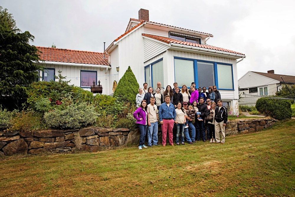 The whole family in front of the oldhouse in Stavanger, Norway