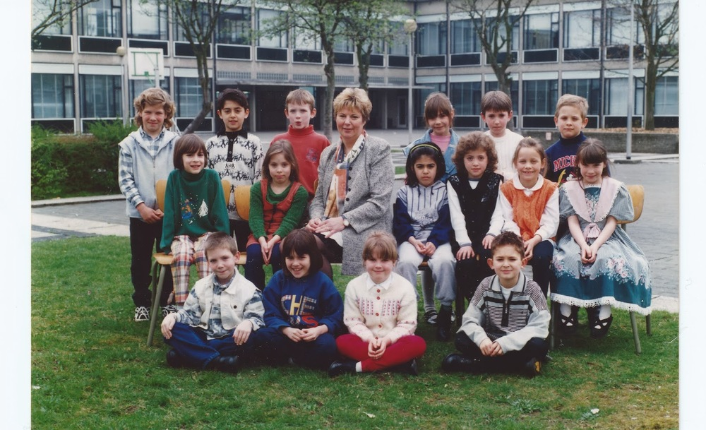 Grade 2 Class Photo Belgium 1995      (I'm on the far right in the green dress)