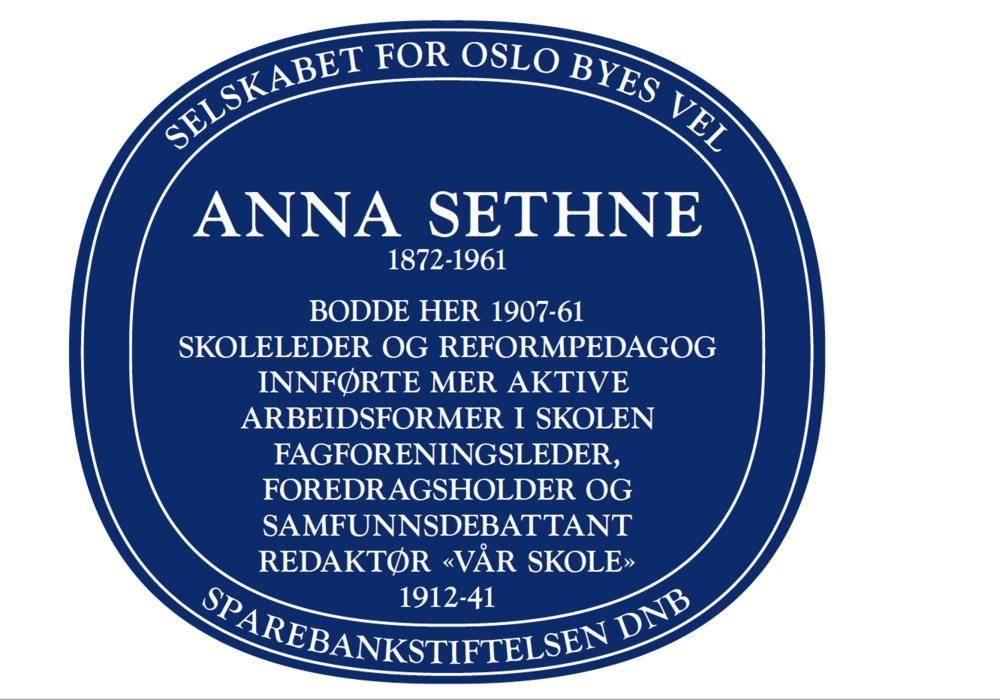 Blått skilt over Anna Sethne i Eugenies gate 22 A i Oslo.
