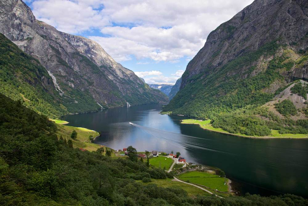 Naeroyfjorden-Stalheim.jpg