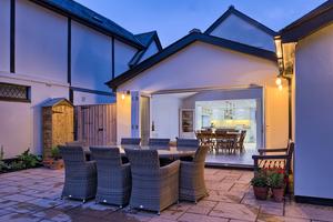 architects-cambridge-house-resign-garden-table-harvey-norman-1105.jpg