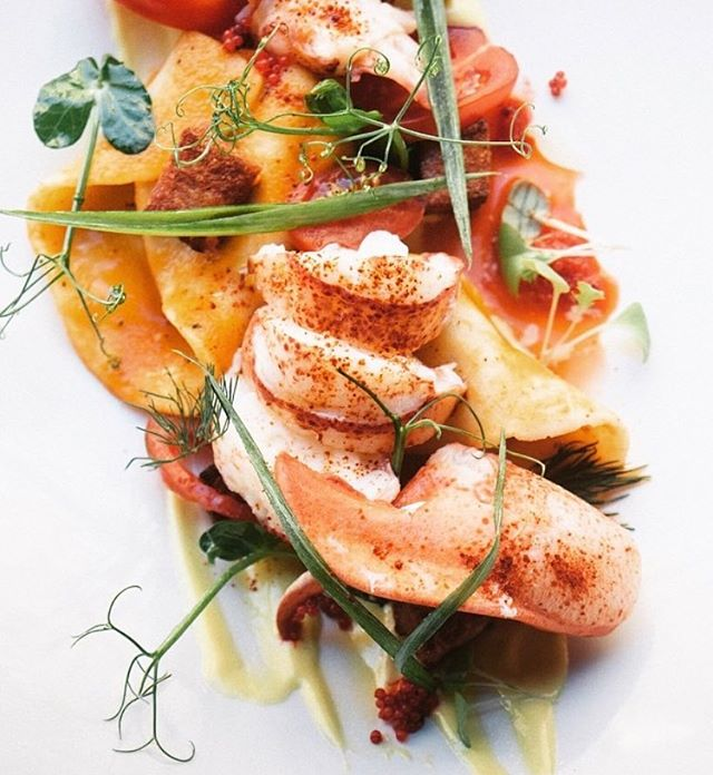 Faites vous plaisir en vous offrant du homard || Treat yourself with some lobster 😋🦐🐠🇬🇷 . . . . #ikanosmtl #humpday #greekmoderncuisine #lobster #mezze #mtleats #mediterraneanfood #oldport #vieuxmtl #chefstalk #foodiesmtl #tastemontreal #seafood #greekcuisine #instafood