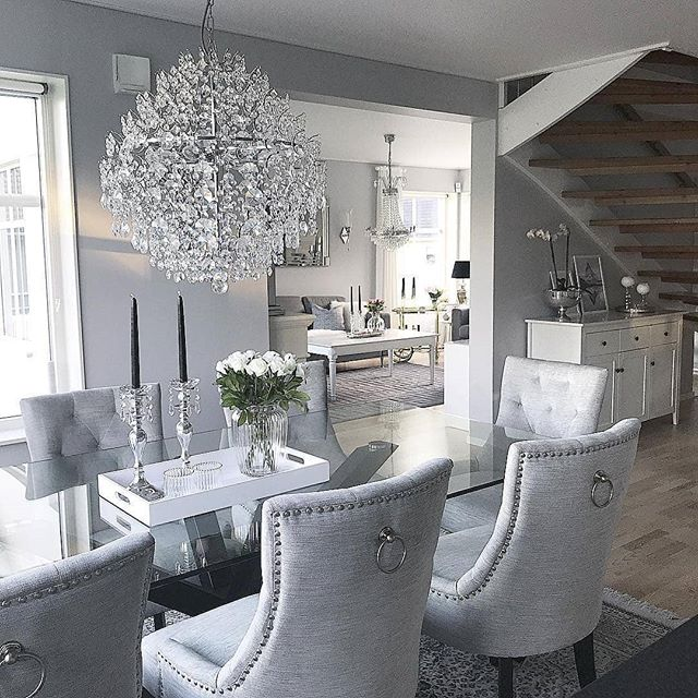 Who doesn't love chandeliers? They inject a room with whimsy, drama and charm. Feast your eyes on this beauty! 💎💎 Via @homebyleno
