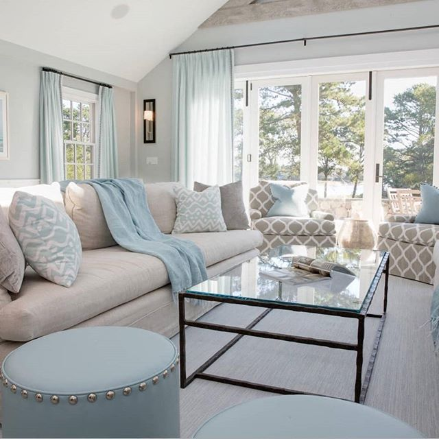 Create a haven from the hectic pace of day-to-day lifewith the modern coastal aesthetic. Whether you're a few feet from the waves or a thousand miles away, stepping into this breezy coastal decor will make you feel like you're on vacation. 😎🌊🐚🐠🐳 Via @coastalhomepaige