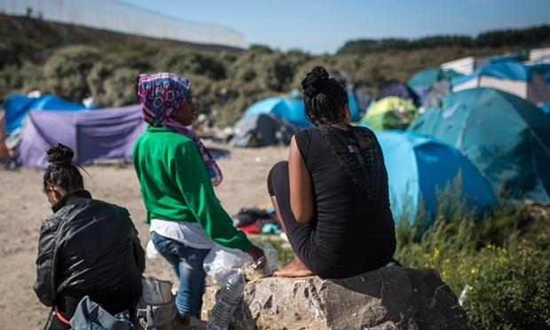 Women in the New Jungle of Calais. Photo credit : The Guardian.