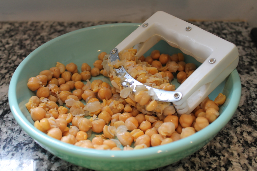 Curry Chickpea Salad (GF,V)—a delicious alternative to chicken salad! Ferns & Peonies at www.fernsandpeonies.com