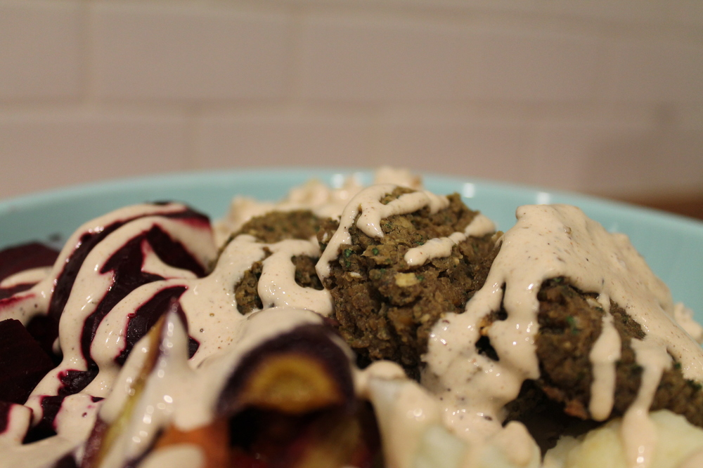 Tahini Buddha Bowl with Baked Falafel - Gluten-Free & Vegan Hearty Soul Food. By www.fernsandpeonies.com