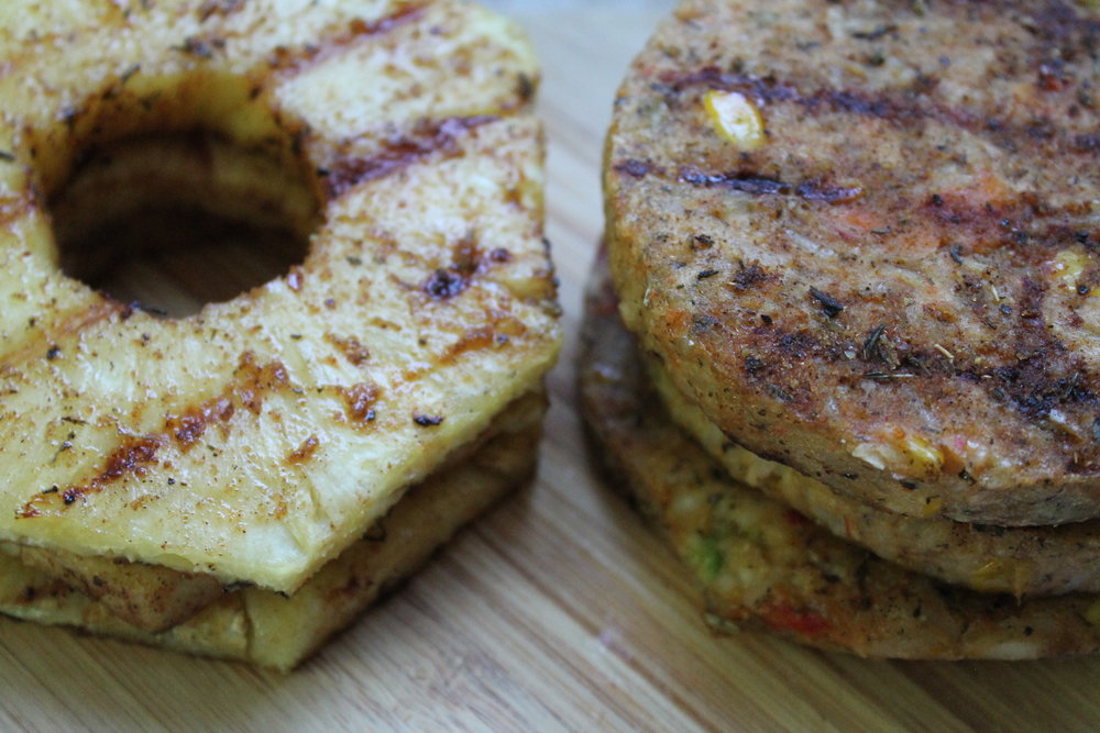 Jerk Veggie Burger with Grilled Pineapple is my new best summer friend. Find this recipe and more at www.fernsandpeonies.com