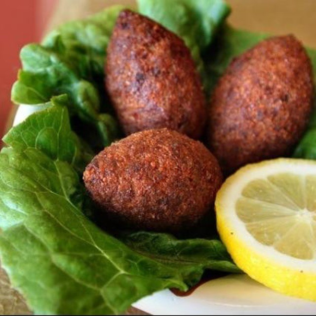 Kibbeh Pieces of fried bulgur wheat stuffed with ground beef served with nuts, onion and spices  #kibbeh #kibbah #kibbe #middleeastern #mediterranean #kebab #shawarma #snack #snacks #appetizers #food #healthy #healthychoices #healthyfood #restaurant #kabab #kabob #kababgrill #losangelesfood #losangeles #party #partytime #hummus #safeeha #manakish #manakeesh #pizza #tasty #delicious