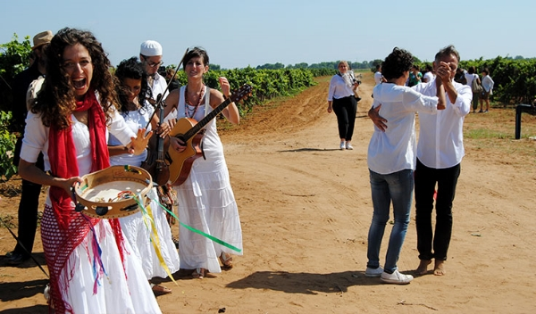 Italian women celebrating the wine harvest - Photo credit: http://www.swide.com/food-travel/a-weekend-in-puglia-between-food-wine-and-tradition/2015/09/26