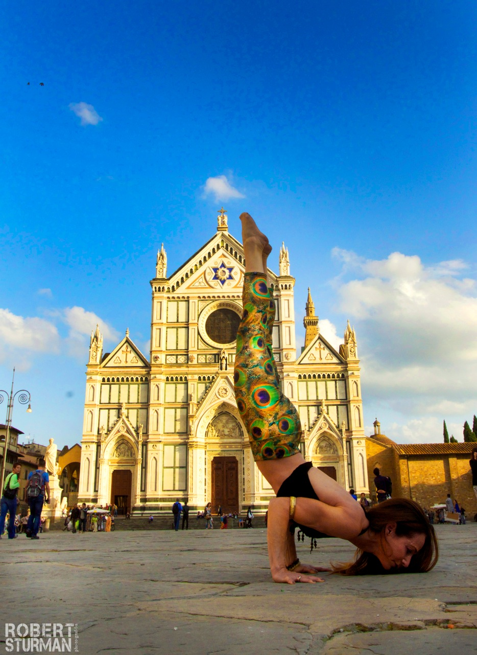 Shari hochberg in Piazza Santa Croce florence italy  | Photo by robert Sturman