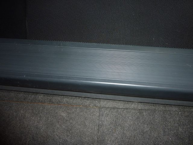Treadmill side rail