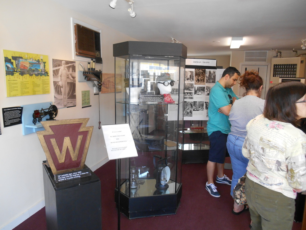Oyster Bay Orphan Train Display 004.JPG