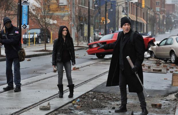 Tom McCourt (Samuel L. Jackson), Alice Maxwell (Isabel Fuhrman), and Clayton Riddel (John Cusack).