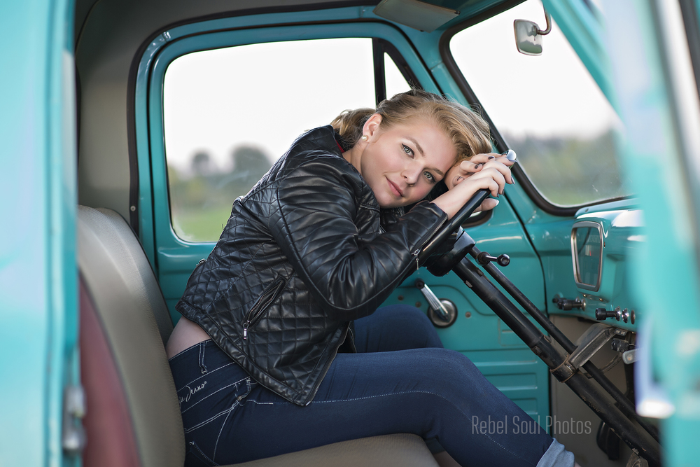 senior portrait photographer hillsboro oregon.jpg