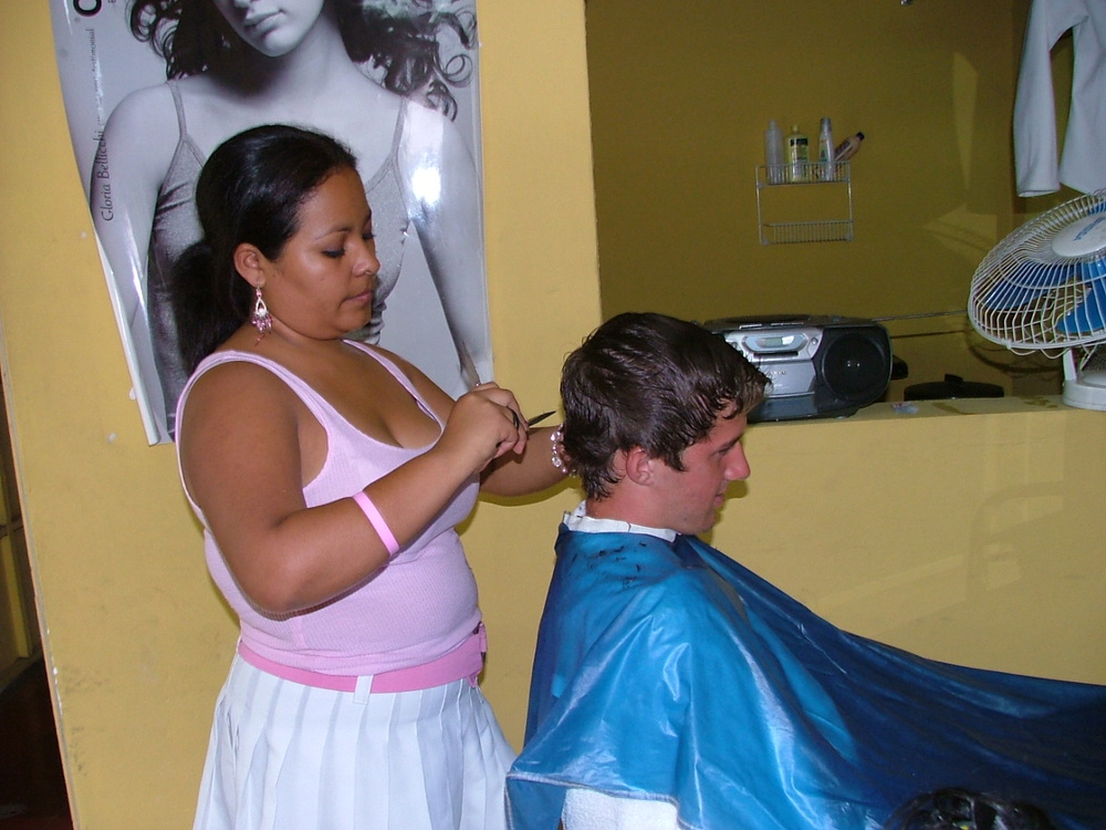 Emelina cutting hair during her training at Mi Esperanza