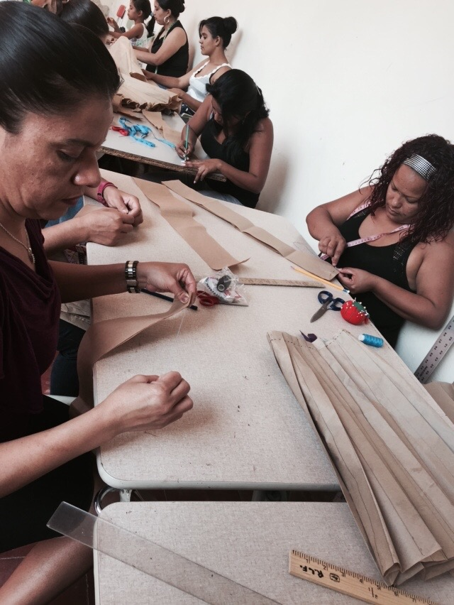 Sewing class at the Mi Esperanza city center