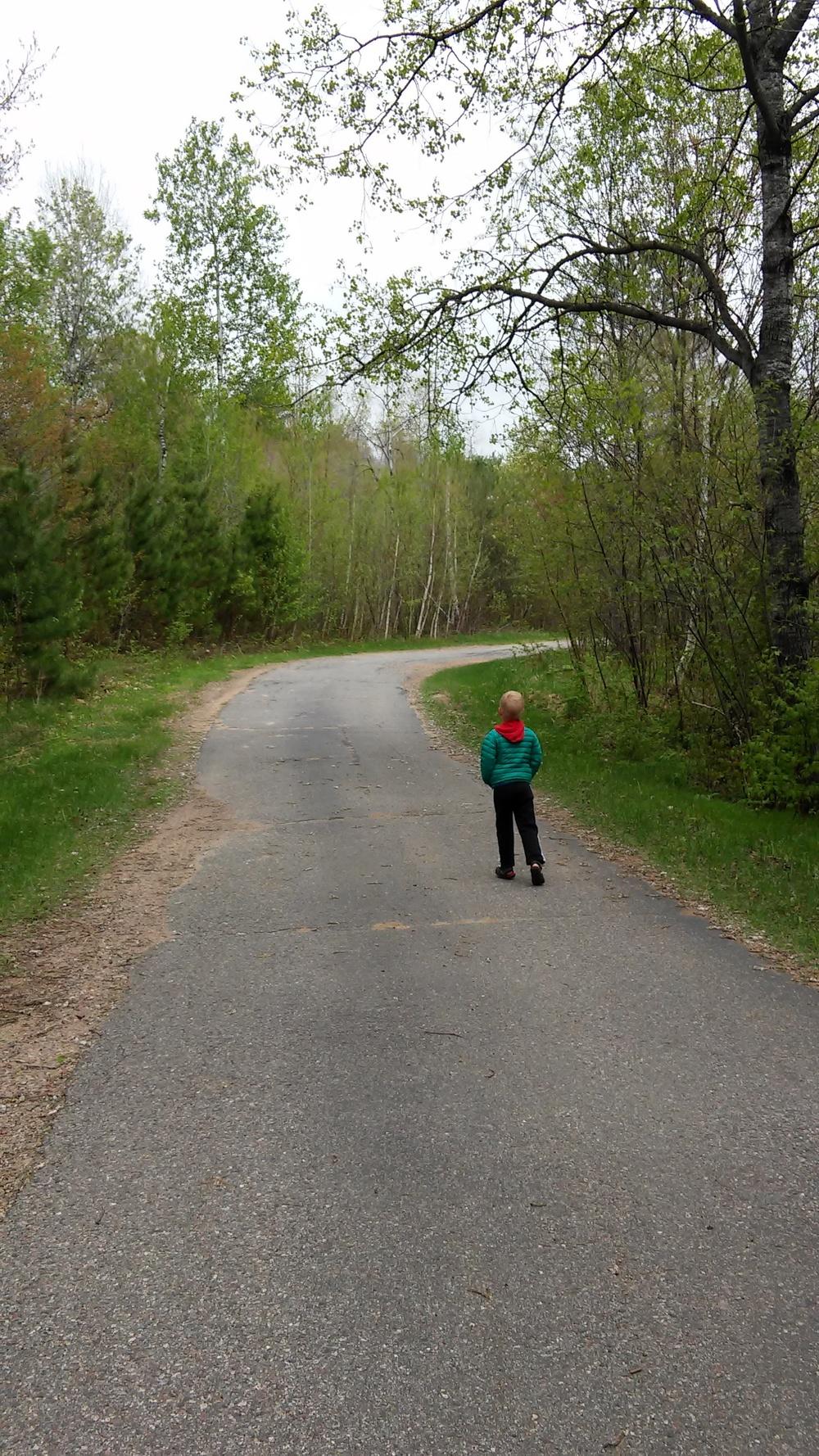 Ewan casin' the driveway