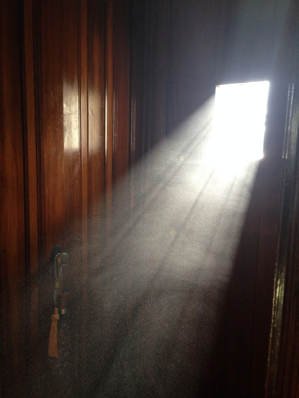 dust through door