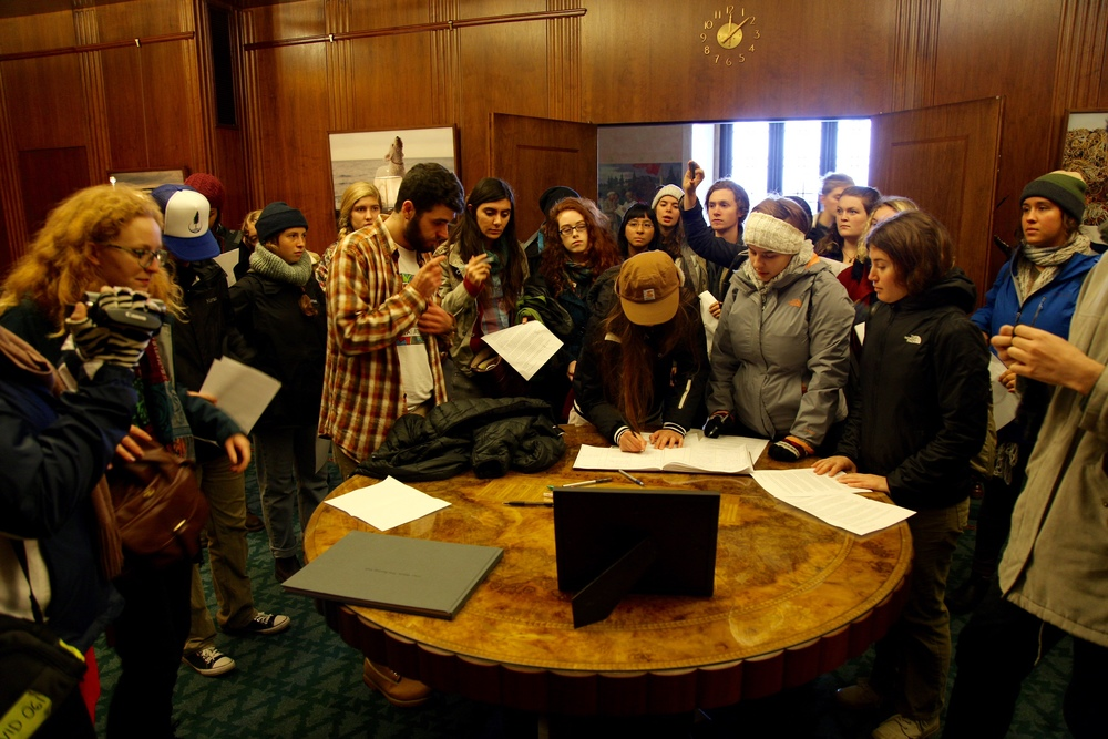 Students signing the guestbook in Governor Kate Brown's office
