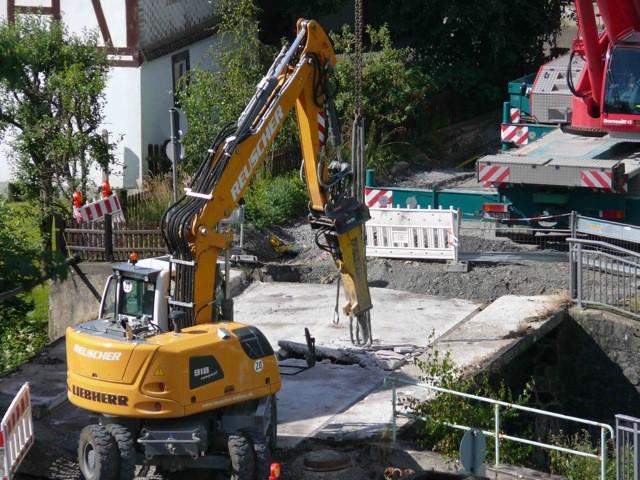 Stemmarbeiten an veralteter Brücke