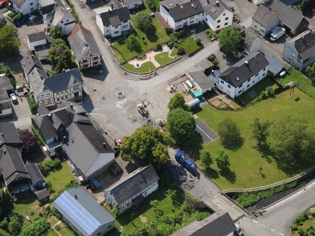 Sicht auf den Lagerplatz und Teil der Baustelle in Holzhausen