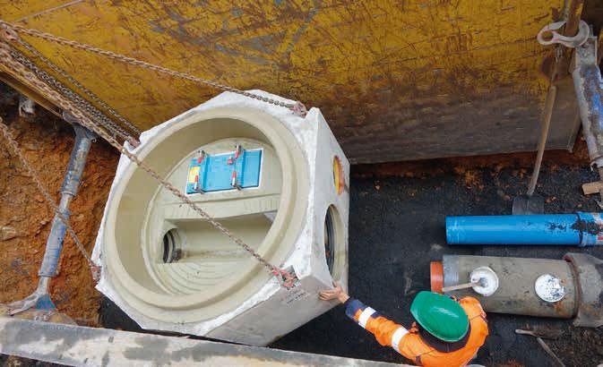 Die hohe Maßgenauigkeit des Schachtes sorgt dafür, dass der Anschluss an das Fabekun-Rohr DN 300 sowie an das PP-Rohr DN 200 - 250 für das Regenwasser problemlos möglich ist. / Fotos: Gebr. Fasel Betonwerke GmbH