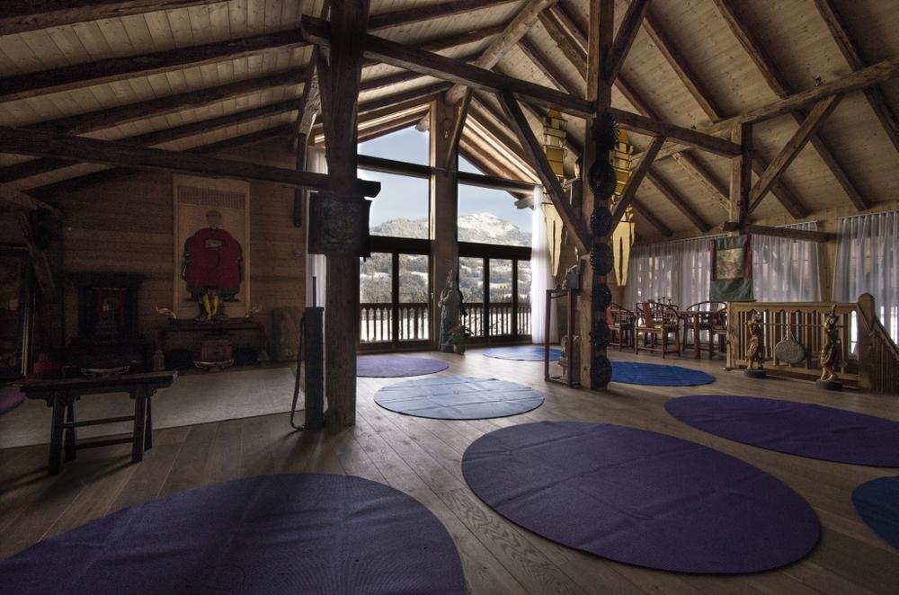 Big-Round-Yoga_mats-Yoga-Space-Le-Badney1881-1024_678.jpg