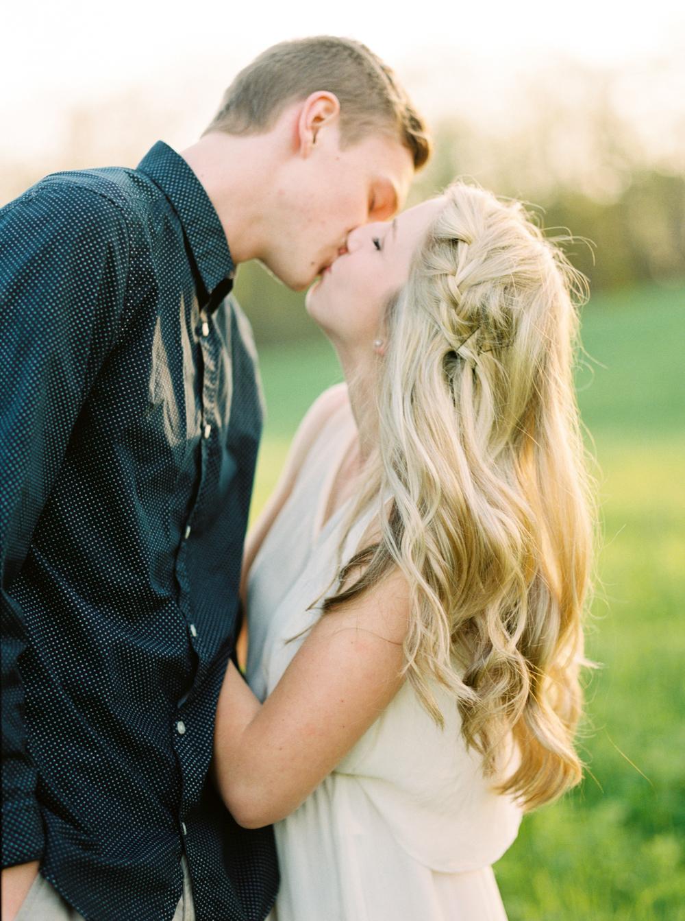 Katie-Nicolle-Niagara-Toronto-Muskoka-Wedding-11.jpg