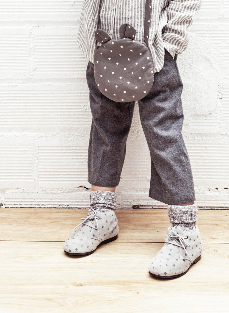 Tocoto_Vintage_Girls_Shearling_Bootie_in_Grey_Star_Print_lifestyle_-_W0415_1024x1024.jpg