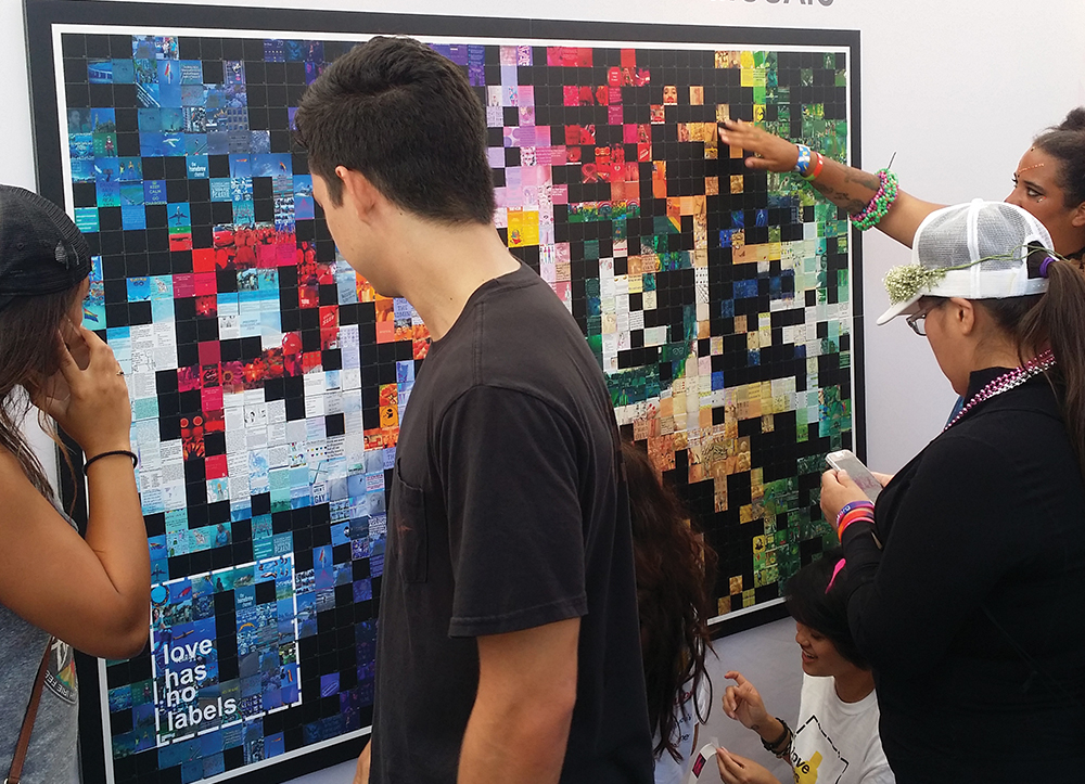 Hashtag Mosaics - Billboard-sized works of art created in real-time.