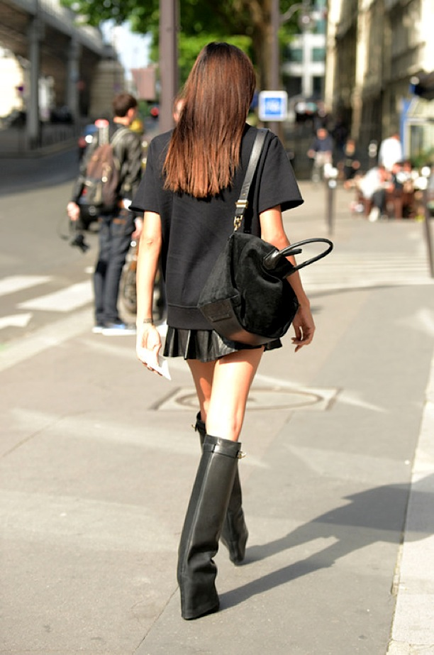 6-LONDON-FASHION-WEEK-STREET-STYLE-LEA-TISCI-BALENCIAGA-SWEATSHIRT-PLEATED-LEATHER-SKIRT-KNEE-HIGH-GIVENCHY-GLOVE-COLUMN-BOOTS-VIA-TOMMY-TON-TUMBLR-.jpg